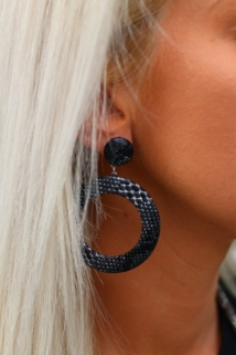earings black snake