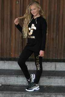 jogging black gold tiktok