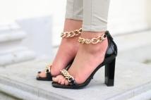 heels black / gold