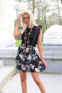 skirt black flowers multi