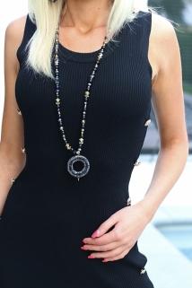 neckless black