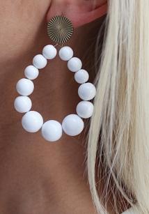earings white