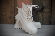 Boots creme / neckless gold